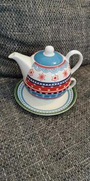 Teekanne mit Teetasse und Untertasse