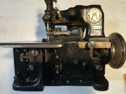 Kleine alte Nähmaschine