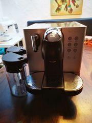Nespresso-Vollautomat Lattissima m 2x Milchbehälter
