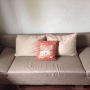 Elegante Couch mit Schlaffunktion
