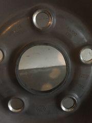 4 Pirelli Winterreifen mit Stahlfelgen