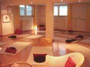 Großzügiger Kursraum Yogaraum Übungsraum Seminarraum -