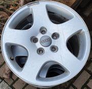 4 Audi Alufelgen orig Nabendeckel