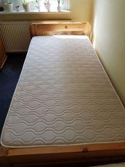 Biete Bett mit Lattenrost und