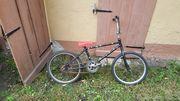 BMX-Fahrrad mit verchromten Lenker und