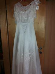 Einfaches schönes Brautkleid