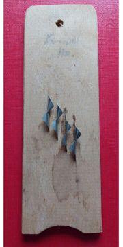 Küchenreibe Schaber auf Holzbrett