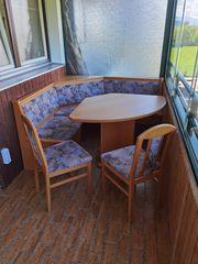 Küchensitzecke mit Tisch und zwei