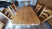 Tisch mit 4 Stühlen massiv
