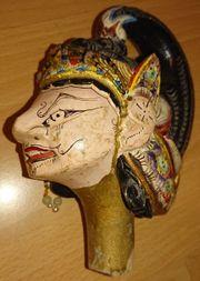 Holzfigur mit Stoffkleidung vermutlich Indonesien
