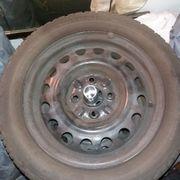 Gute Stahlfelgen mit älteren Reifen
