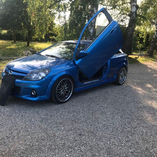Opel OPC Blau mit Flügeltüren