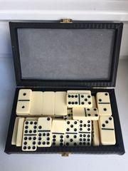 Dominosteine in Vintage Box um