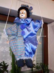 Lila blauer Clown auf einer