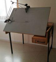 Zeichentisch mit Zeichenmaschine