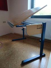 Schreibtisch der mit wächst