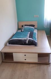Jugendbett mit viel Stauraum