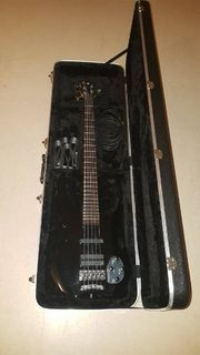 Warwick Vampyre Bass mit Koffer