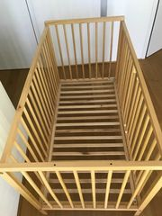 Gitterbett aus Holz