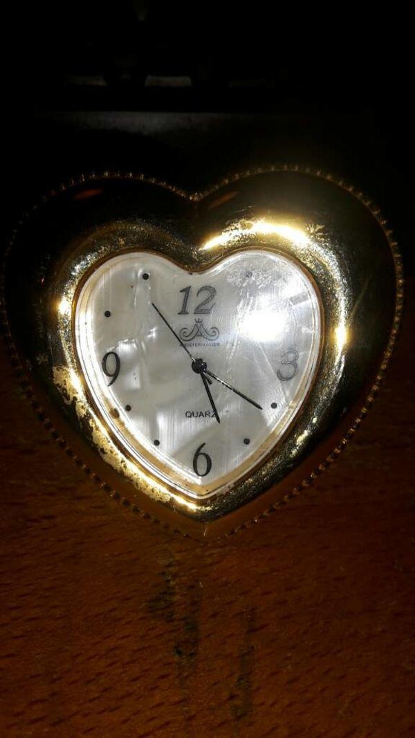Uhr mit Ständer