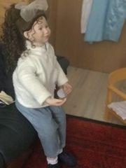 echte Künstler Puppe sitzend