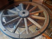 Wagenrad Tisch massiv