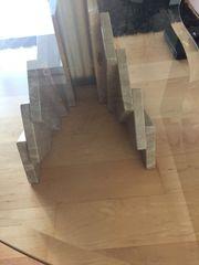 Glastisch mit Marmorfuß