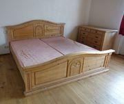 Wunderschönes Vollholz Schlafzimmer mit Kleiderschrank