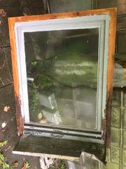 altes Holzfenster mit Rahmen ca