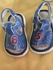 Baby-Sandalen zu verkaufen