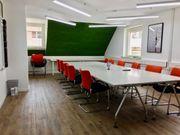 Modern ausgestattetes Teambüro