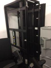 Serverschrank von IBM 9307-RC4 42