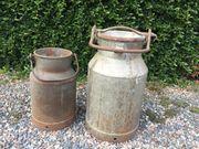 Antike 2 alte Milchkannen mit