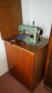 Tischnähmaschine mit Zubehör
