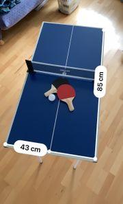Mini-Tischtennisplatte mit 2 Schlägern und