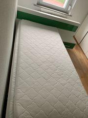 Bett mit Nachttisch Matratze Matratzenauflage