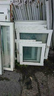 Mehrere Glasscheiben Fensterflügel verschiedener Größen