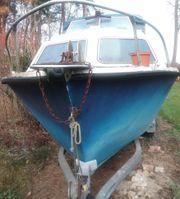 Kajüttboot mit Motor