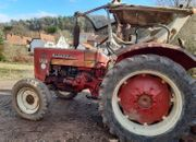 523 IHC Bulldog Traktor inkl