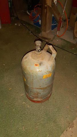 Bild 4 - Unterschiedliche Gasflaschen - Lauenbrück