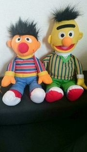 Ernie und Bert aus Plüsch