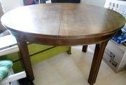 Ausziehbarer Tisch aus den 1940er-Jahren