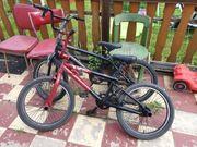 Zwei Fahrräder BMX