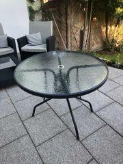 Metalterassentisch mit Glasplatte Sonnenschirm geeignet