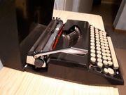 Reise Schreibmaschine im Koffer kaum