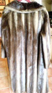 weit schwingender Pelzmantel Größe 48