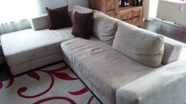 Wohnlandschaft Couch Mit Kissen In Cremefarben Mit Hocker In
