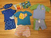 Kinder Baden-Anzüge verschiedenen Größen