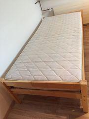Kieferbett mit Lattenrost und Matratze