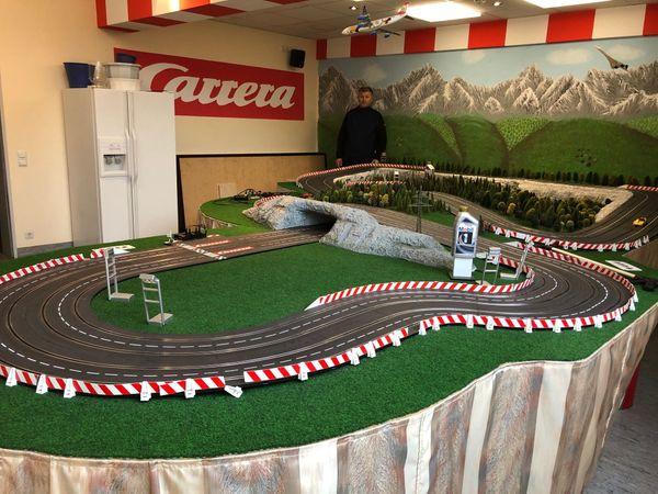 Carrera-Bahn sehr groß